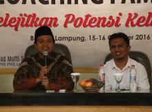 Ket Foto : Ketua DPW PKS berbaju batik Mufti Salim Lc, Saat pembukaan acara Rumat Keluarga Indonesia