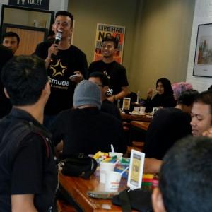 Achmad Rochfii, Ketua PKSmuda, Ketika memberikan orasinya di hadapan pengurus PKSmuda yang baru di lantik di kafe Upnormal